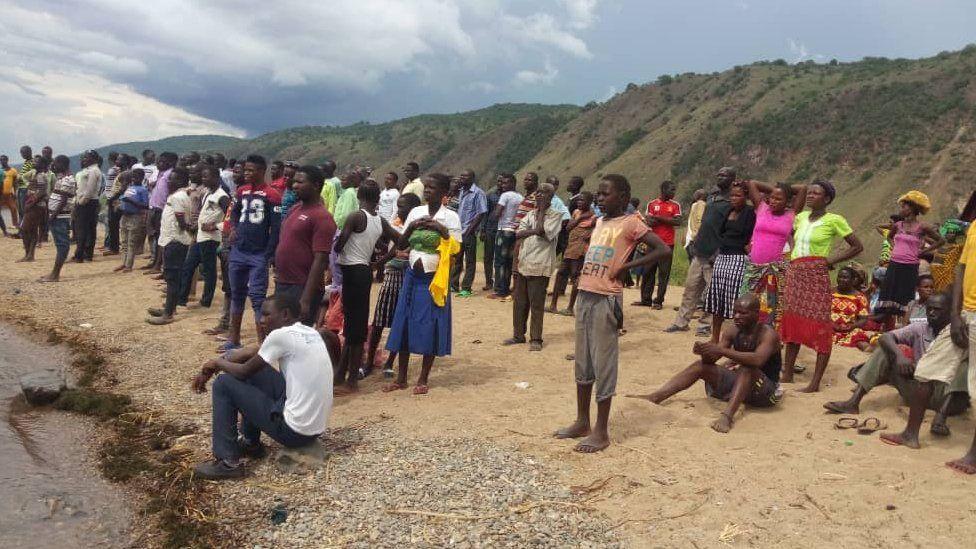 Uganda boat capsize: Dozens feared dead on Lake Albert