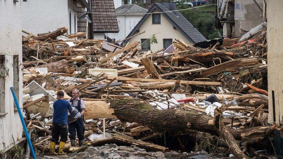 Germany floods: 'My city looks like a battlefield' - BBC News