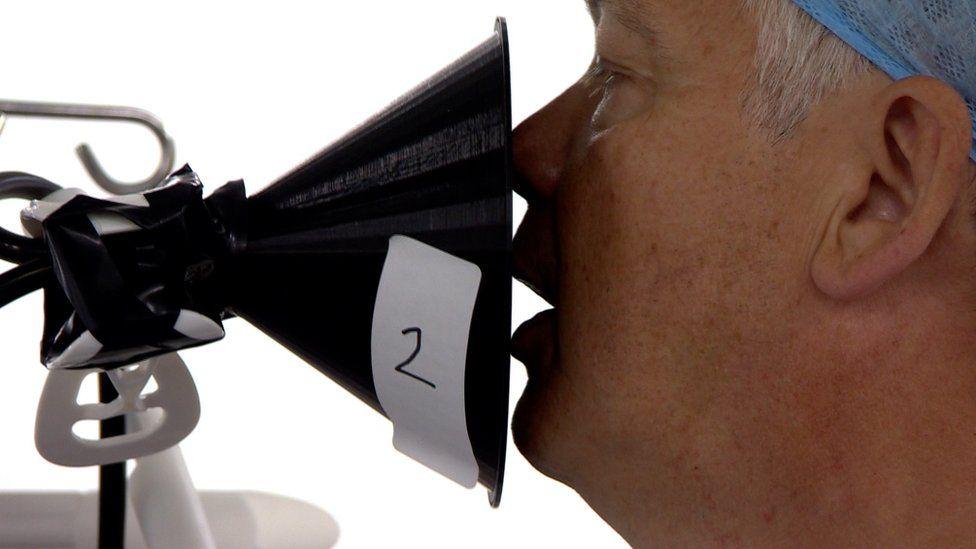 A singer being measured for aerosols