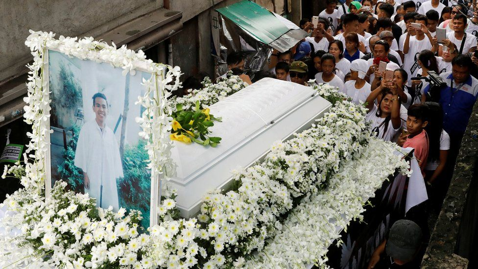 Mourners take part in the funeral march of Kian delos Santos, a 17-year-old student who was shot during anti-drug operations in Caloocan, Metro Manila, Philippines 26 August 2017