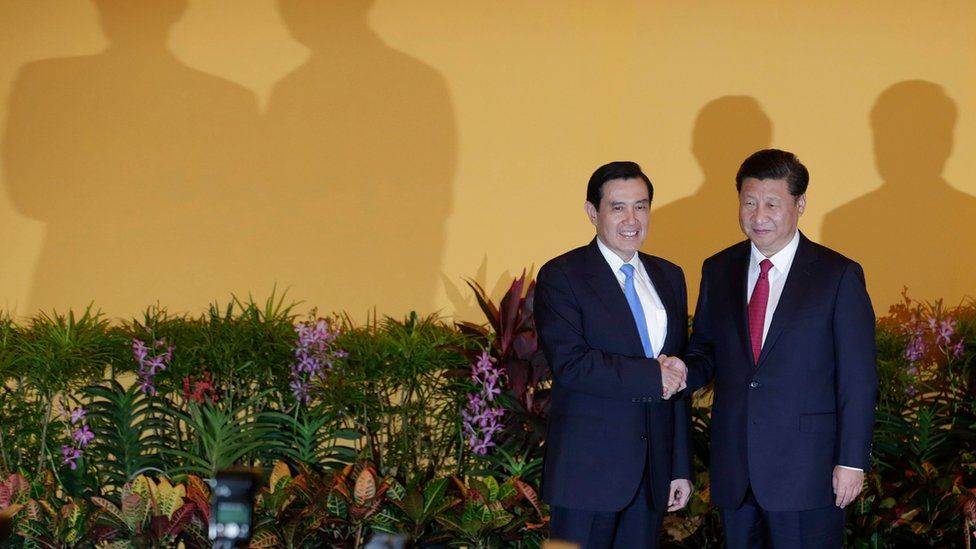 Chinese President Xi Jinping (right) and Taiwanese President Ma Ying-Jeou (left) shaking hands at the Shangri-La Hotel in Singapore on 7 November