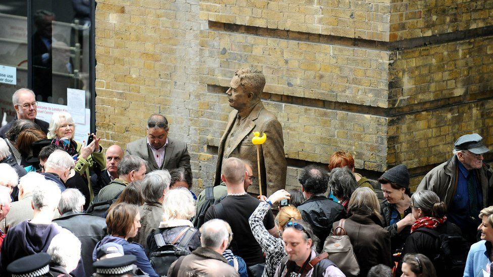 A large crowd at the unveiling of the Sir Nigel Gresley statue at King's Cross