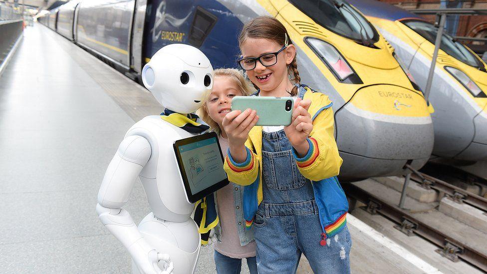 2018年,欧洲之星的机器人乘务员佩帕(Pepper)上岗。她说英语和法语。