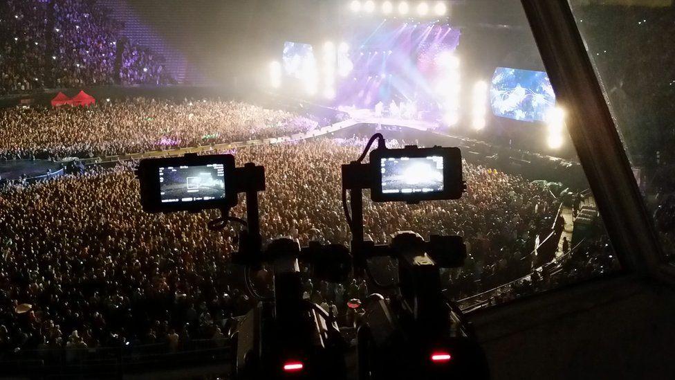 Special VR cameras record a Coldplay concert