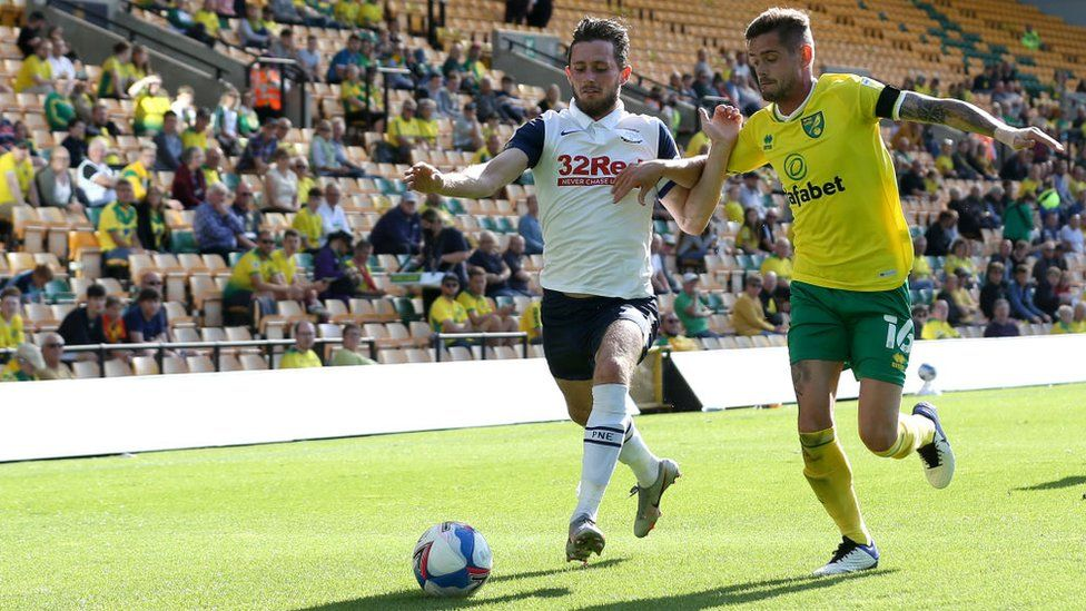 Alan Browne of Preston North End battles for possession with Todd Cantwell of Norwich City