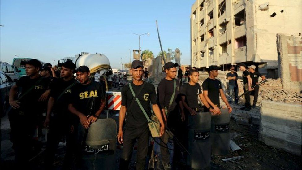 Egyptian security forces outside bomb-damaged building in Cairo (August 2015)