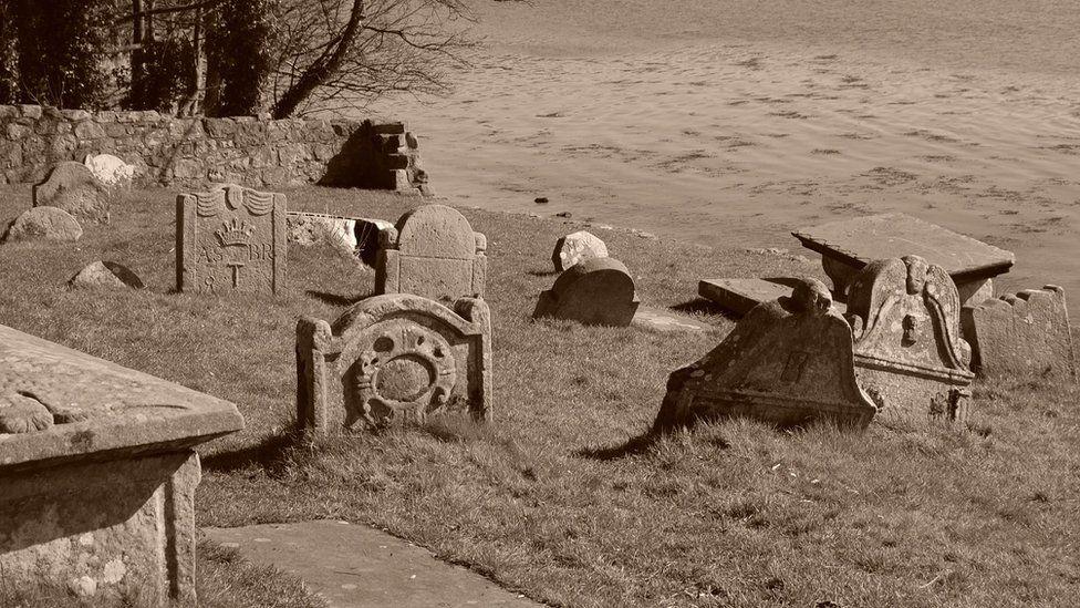 Graves at St Bridgets Kirk, Dalgety Bay