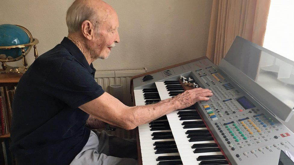 Jack tocando el teclado