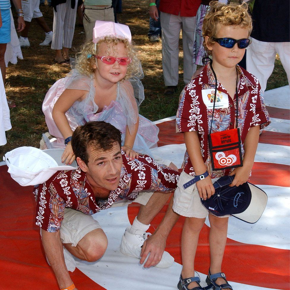 Luke Perry with children Sophie and Jack in 2004