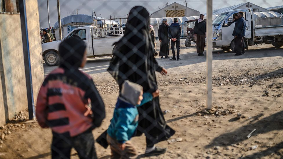 Woman and children who fled IS outpost in Syria, 17 Feb 19
