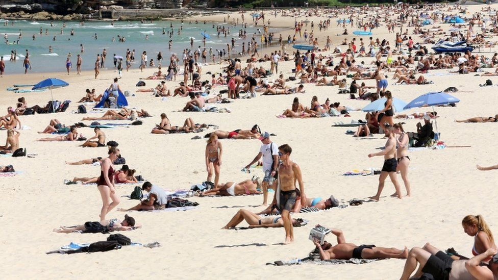 Coronavirus: Police take action on Bondi Beach crowds - BBC News
