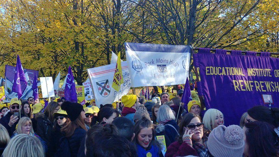 EIS marchers