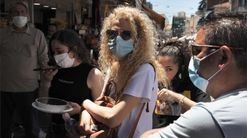 Shoppers wearing masks at Mahane Yehuda market, Jerusalem (file photo)