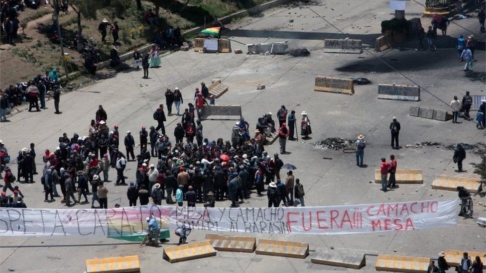 Supporters of Bolivia's President Evo Morales block a street in La Paz, Bolivia, November 10, 2019. REUTERS