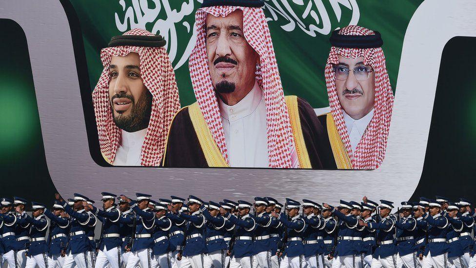 Saudi Arabia's King Salman bin Abdulaziz (C)