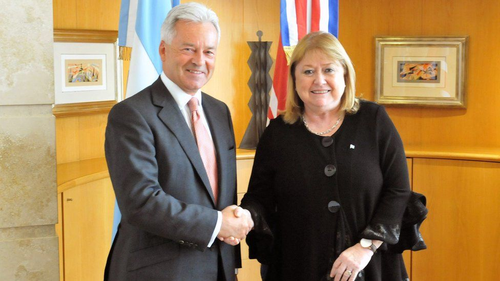 A handout picture provided by Argentina's Foreign Ministry shows Minister of Foreign Affairs of Argentina, Susana Malcorra (R) and British Minister of State for Europe and the Americas, Sir Alan Duncan, shaking hands during a meeting in Buenos Aires, Argentina, 13 September 2016.