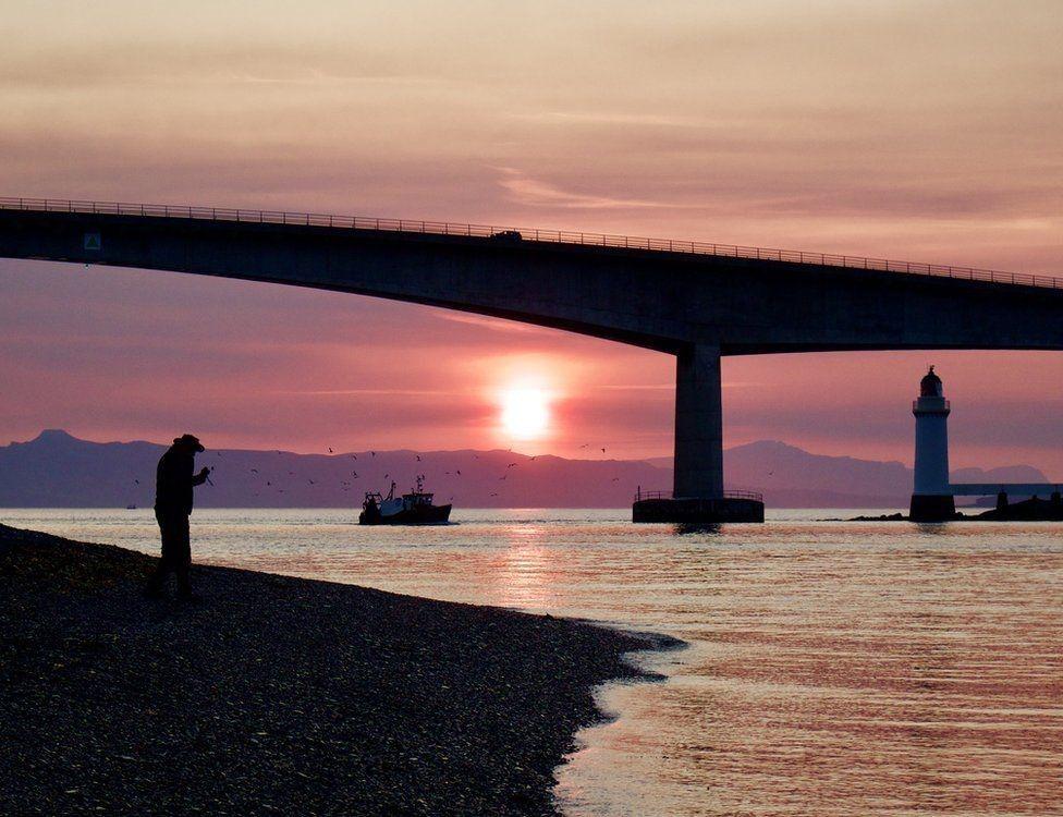 Andrew McGrath captured a stunning sunset at the Skye Bridge.