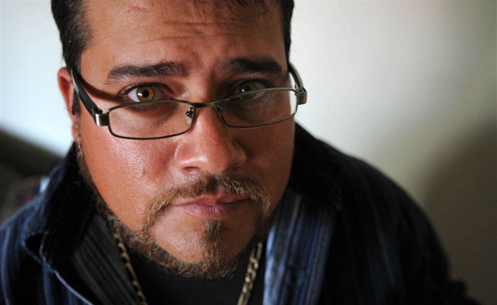 'Como ajudei a mandar o meu pai adotivo para a cadeia condenado a 5 mil anos de prisão'