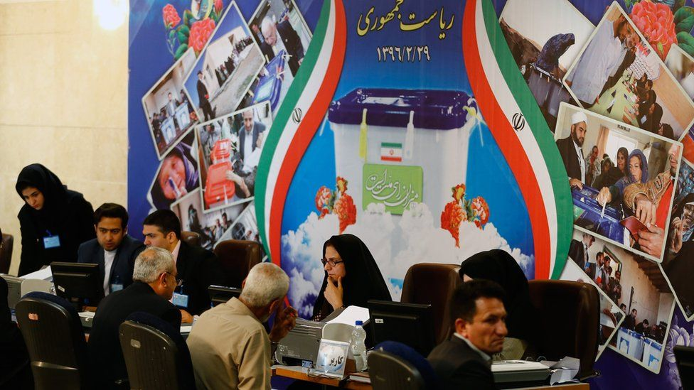 Iranians register as candidates in May's presidential election (11 April 2017)