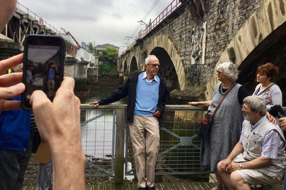 "Henri Dyner returned to the ""bridge of freedom"" on the French-Spanish border"