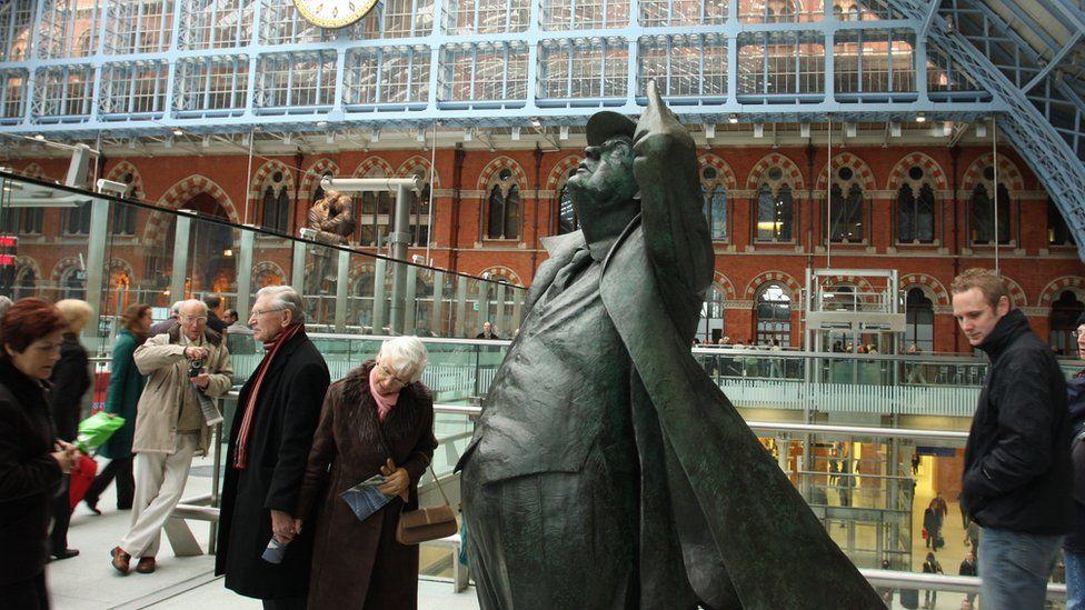 圣潘克拉斯车站雕塑