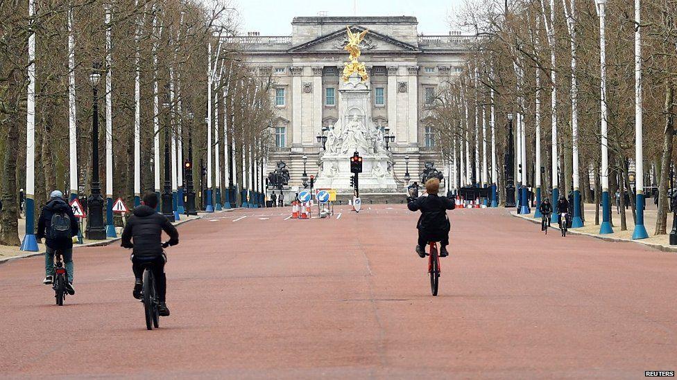 View along The Mall towards Buckingham Palace