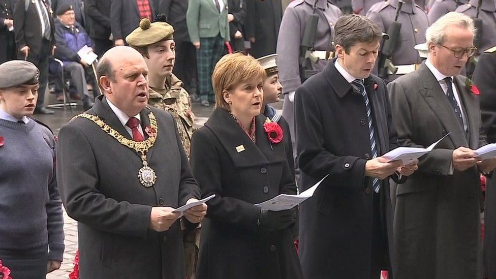 First minister Nicola Sturgeon with Presiding Officer Ken Macintosh at Edinburgh remembrance service.