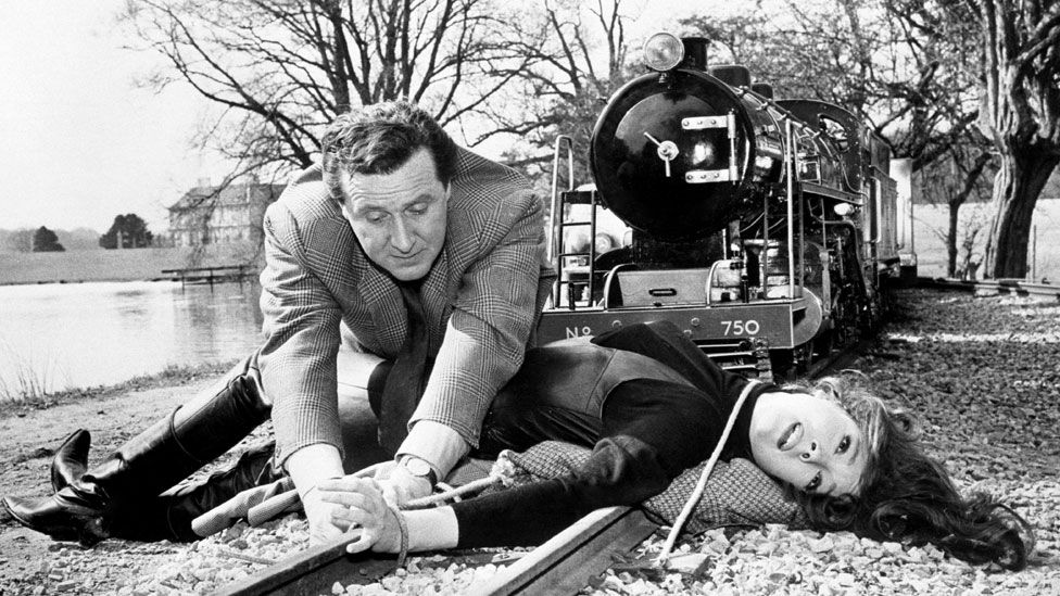 Diana Rigg shooting The Avengers with Patrick Macnee