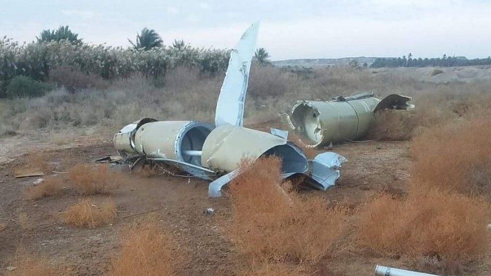 Pieces of Iranian missile near town of al-Baghdadi - 8 January