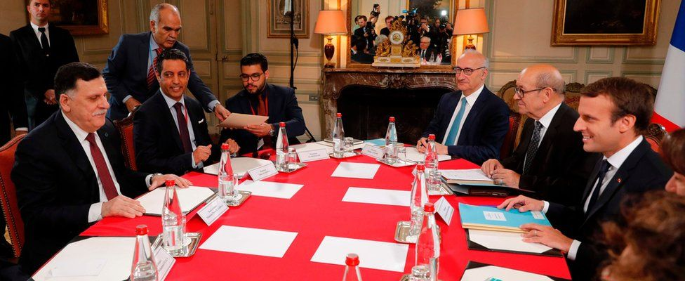 French President Emmanuel Macron (R) and Libyan Prime Minister Fayez al-Sarraj (L) attend a meeting for talks aimed at easing tensions in Libya