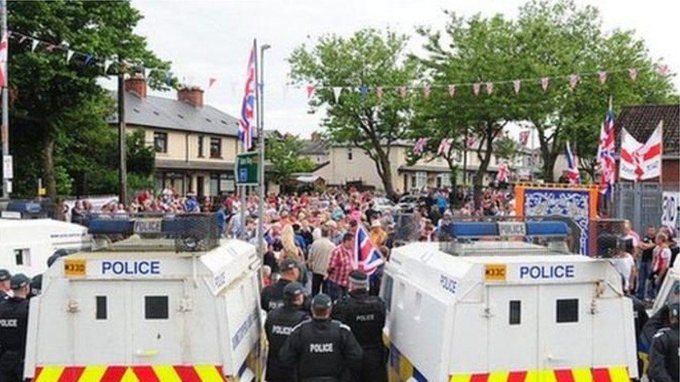 Loyalist protest at band parade 2013