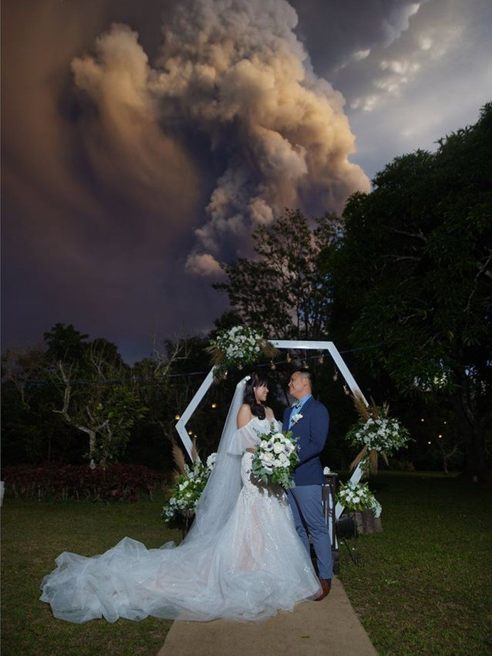 Wedding couple Chico and Kat in front of the volcano