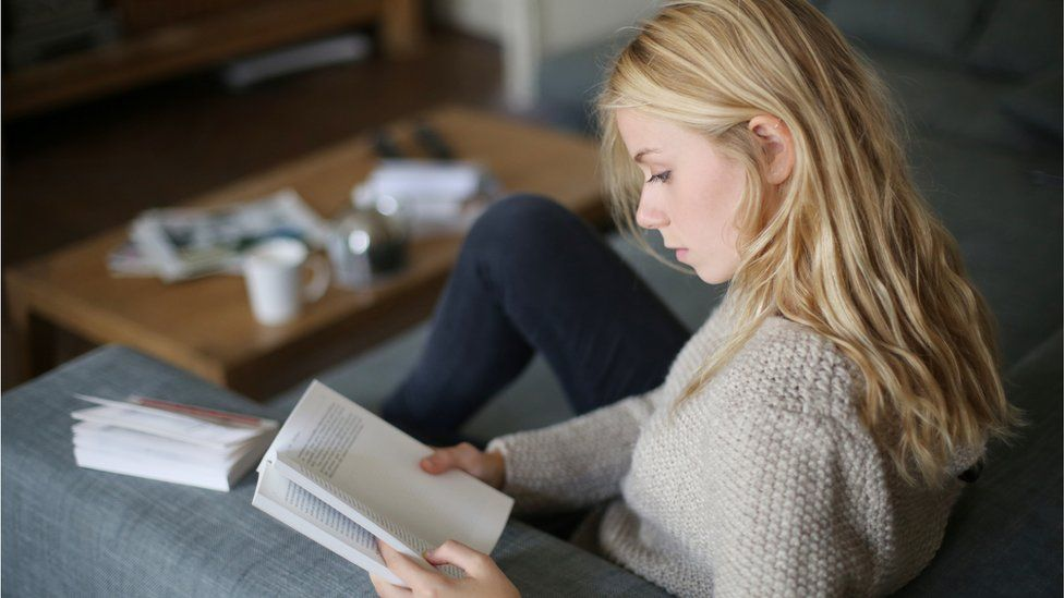 Book sales surge in 2020 as UK 'rediscovers love of reading' thumbnail