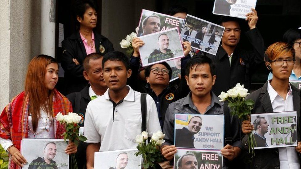 Andy Hall's supporters outside court in Bangkok (20 Sept 2016)
