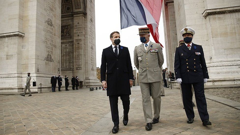 French President Emmanuel Macron (L) speaks with French Armies Chief of Staff General François Lecointre
