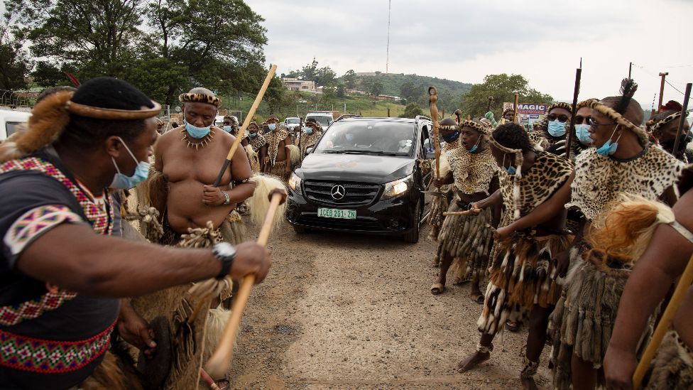 Zulu guard of honour for car carrying the king's body in Nongoma, South Africa - 17 March 2021