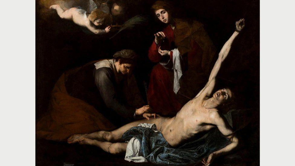 Такие картины, как, например, эта, на которой святая Ирина промывает раны святому Себастьяну, предлагают погрузиться в тщательно выписанные детали физических страданий
