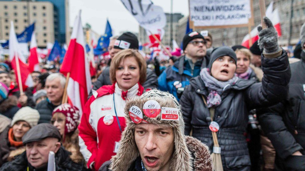 Protest in Warsaw against media laws (9 Jan)