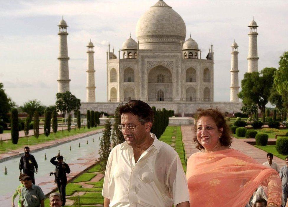 Pakistan President Pervez Musharraf and his wife Sebha leave the 17th Century Taj Mahal on 15 July 2001 in Agra.