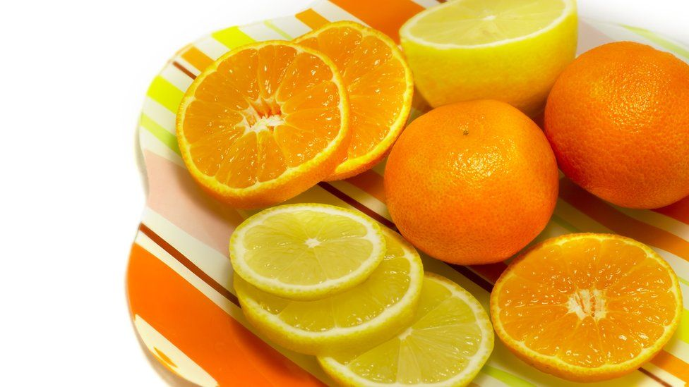 A plate of oranges and lemons