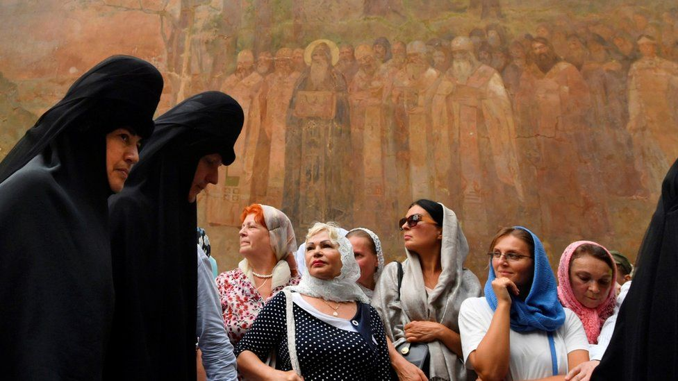 Believers of the Ukrainian Orthodox Church (Moscow patriarchy) take part in a religious procession in Kiev on 27 July 2018