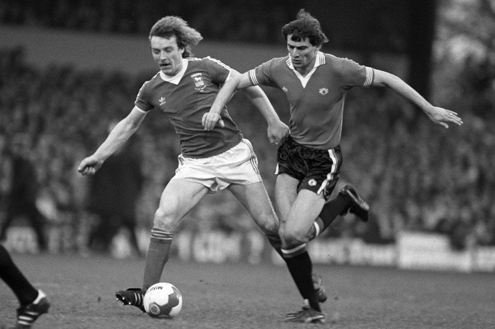 Kevin Beattie playing against Manchester United in 1980