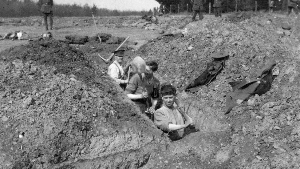Soldiers practicing digging trenches in preparation for the Western Front at the Clandeboye Estate in April 1915