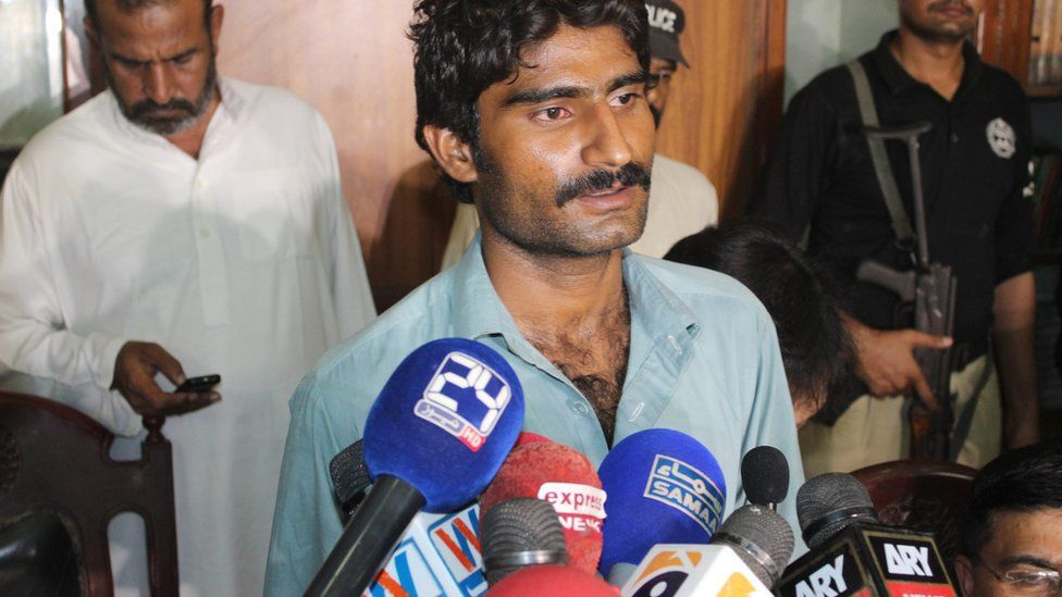 Qandeel Baloch's brother, Waseem, speaks to reporters after his arrest (17 July 2016)