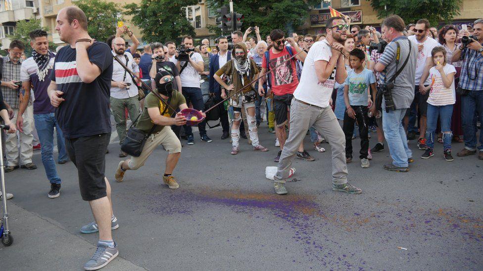 Paint team target Porta Macedonia
