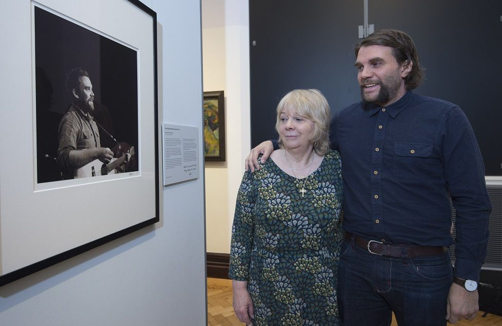 Marion and Grant Hutchison in front of the portrait of Scott