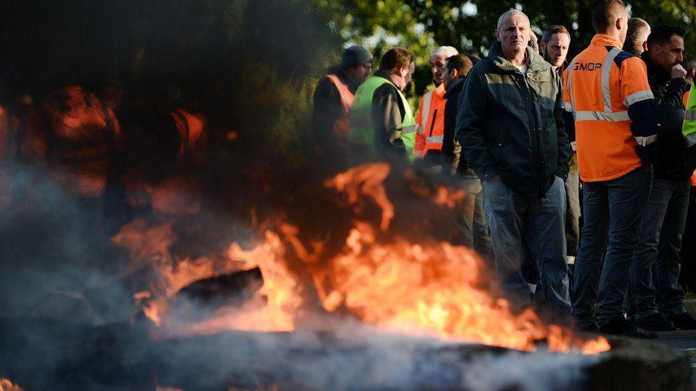 Workers barricaded the western port of Saint-Nazaire before blockading the nearby Donges refinery