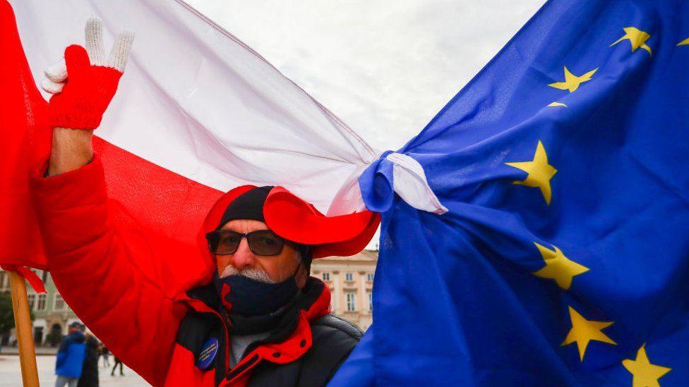 Poland stokes fears of leaving EU in 'Polexit' thumbnail