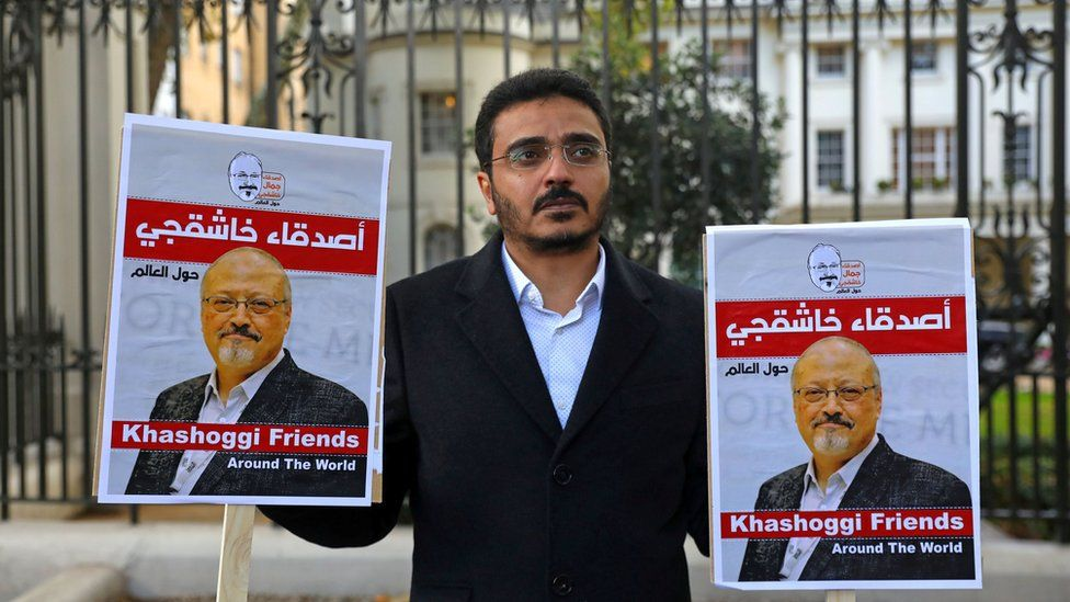 A man protests outside the Saudi embassy in London against the killing of Saudi journalist Jamal Khashoggi (26 October 2018)