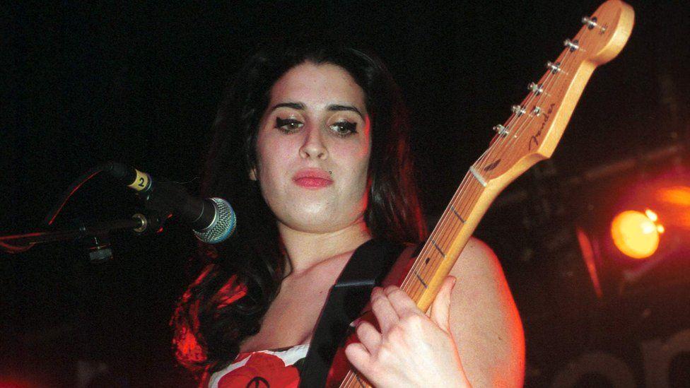 Amy winehouse in 2003
